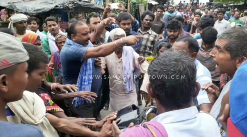 जल निकासी की मांग को लेकर आक्रोशित लोगों ने घंटों तक किया सड़क जाम समस्तीपुर Town
