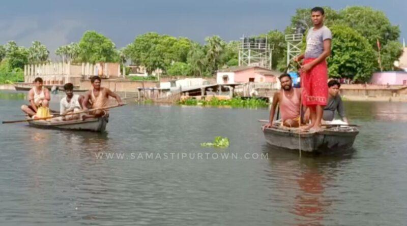 समस्तीपुर : नाव पलटी, बाल-बाल बचे आठ लोग, एक लापता समस्तीपुर Town