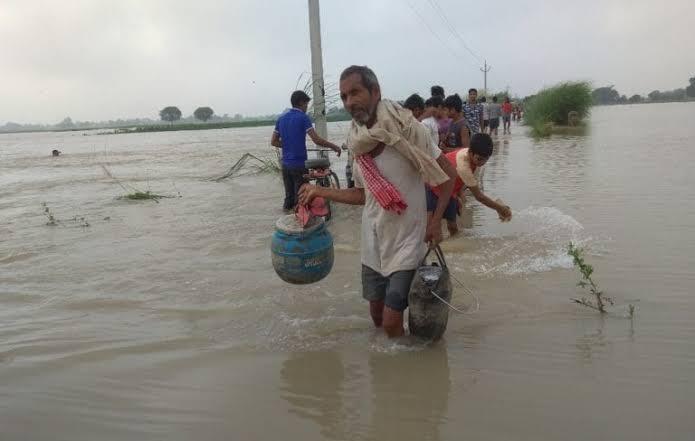 समस्तीपुर में गंगा उफनाई, कई गांव डूबे, सड़कों पर फैला बाढ़ का पानी समस्तीपुर Town