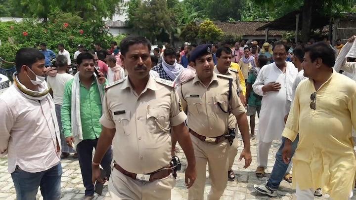 पूर्व मुखिया शशिनाथ झा की हत्या मामले में पुलिस दो युवकों को हिरासत में लेकर कर रही पूछताछ समस्तीपुर Town
