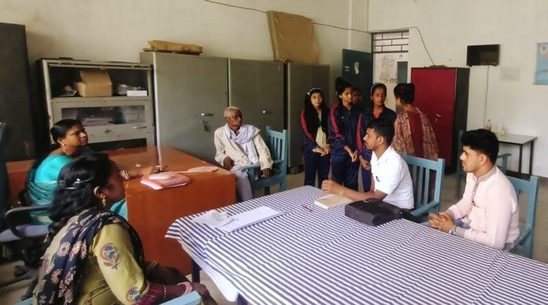 आंदोलनरत छात्राओं एवं प्रधानाध्यापिका से मिला आइसा प्रतिनिधिमंडल समस्तीपुर Town
