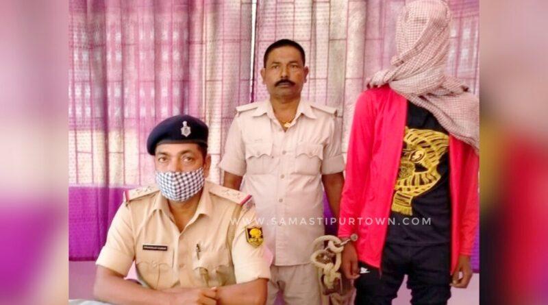 समस्तीपुर : कट्टा और जिंदा कारतूस के साथ बदमाश को पुलिस ने धर-दबोचा समस्तीपुर Town