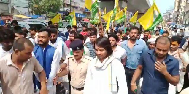 मां राबड़ी देवी के घर के सामने से गुजर गया तेजप्रताप का काफिला, बिना आशीर्वाद लिए शुरू की यात्रा समस्तीपुर Town