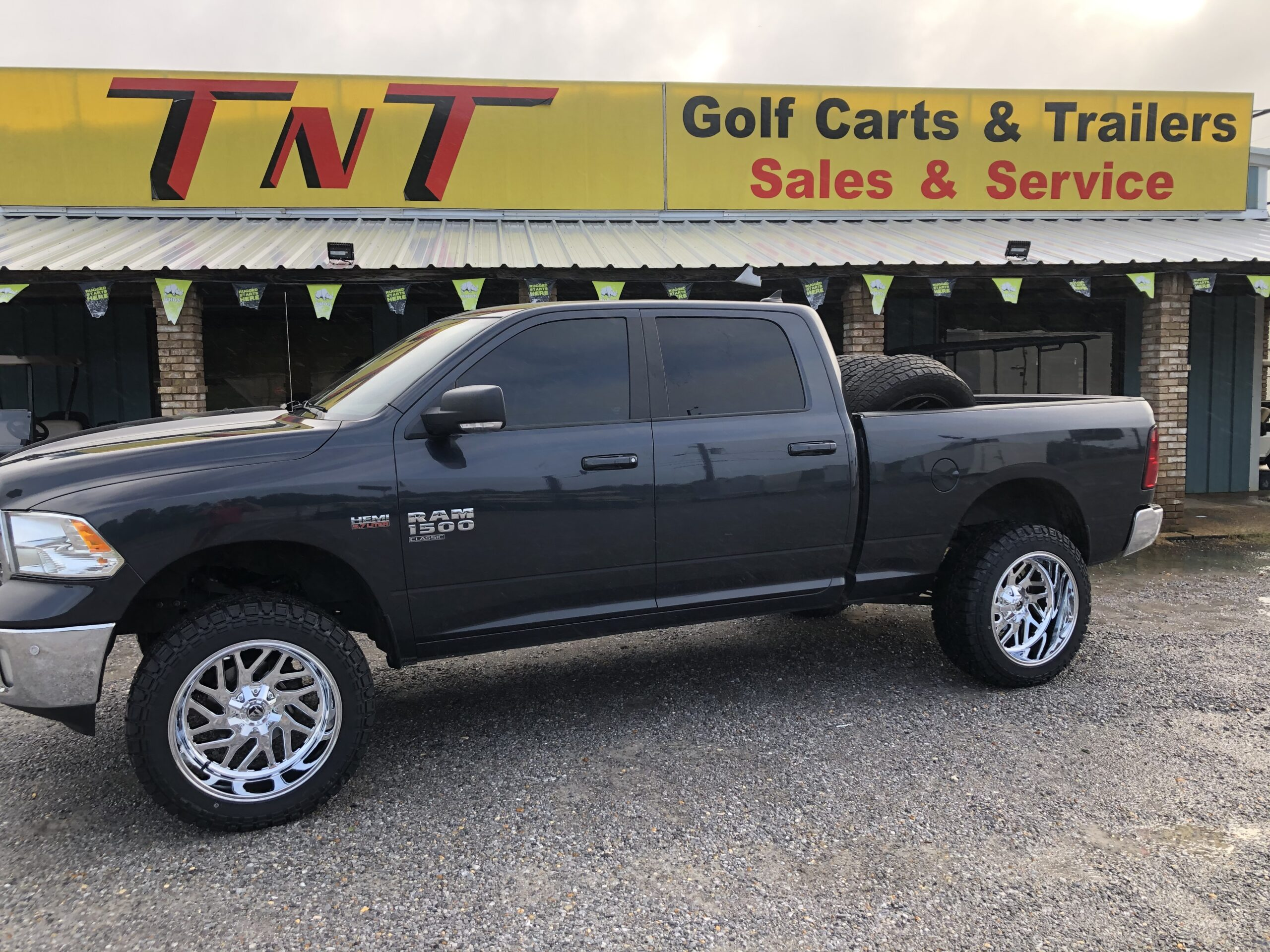 """Ram 1500 with 6"""" Rough Country Lift 22"""" Fuel Triton Wheels 35""""-12.50-22 Tires"""