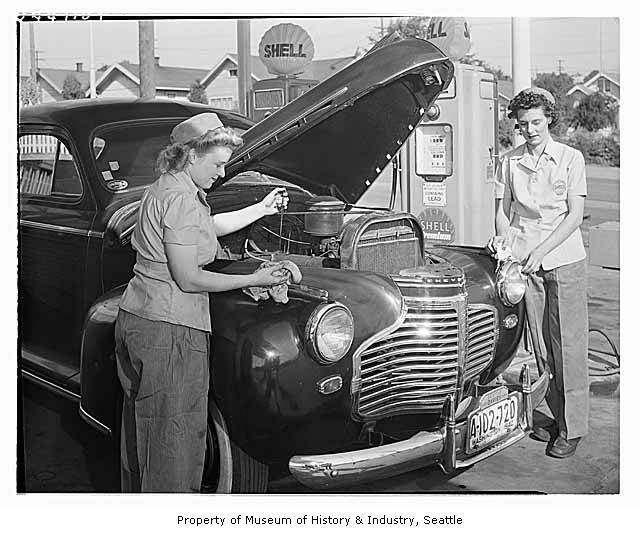 Women_mechanics_working_at_Shell_station_Seattle_1944