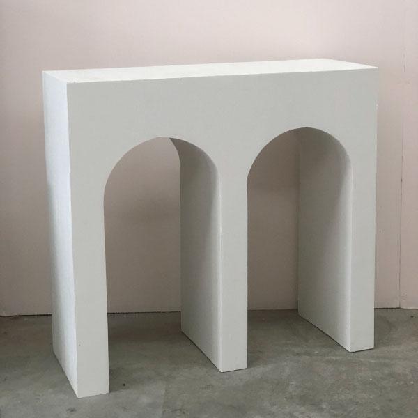 double-arc-plinth