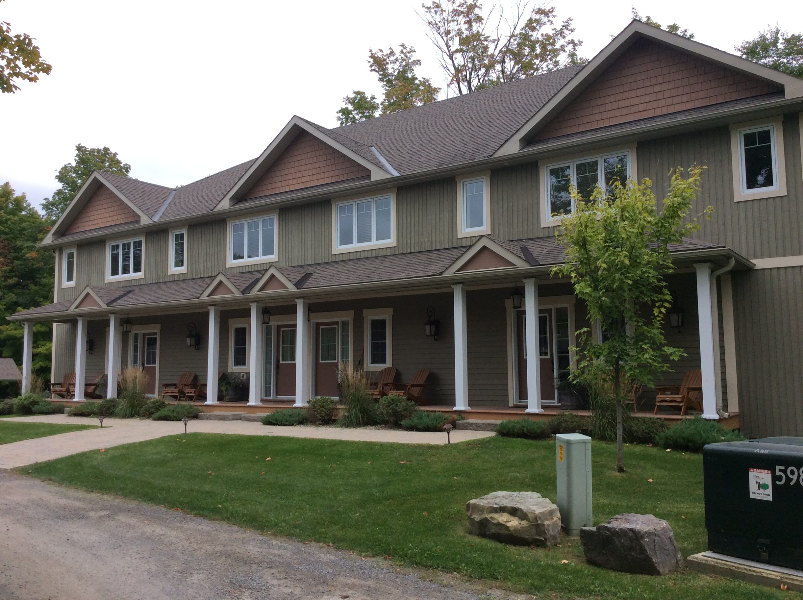 Wolfe Springs Resort, Villa 9-9, Wolfe Lake, Gurreathomes