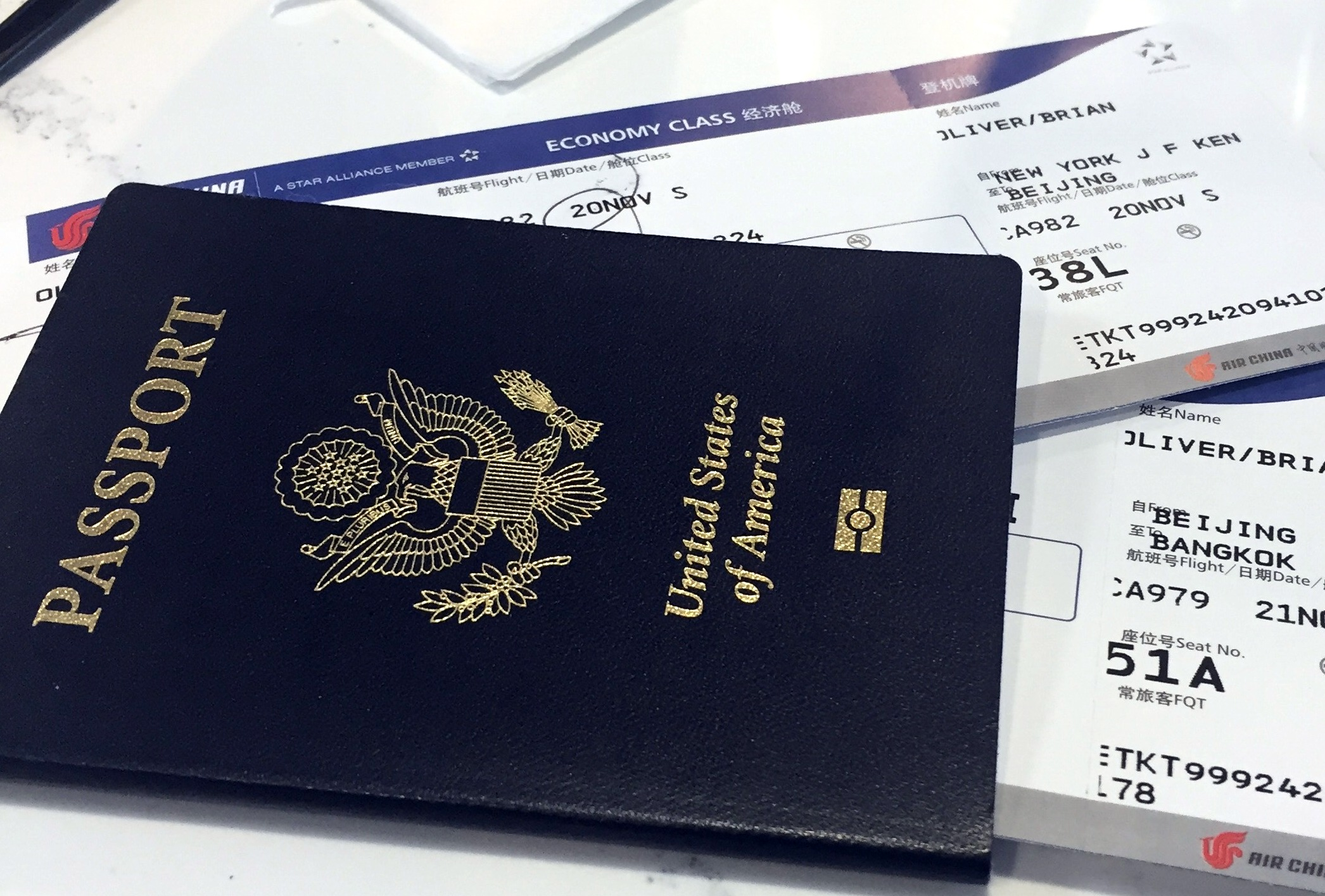 READY, SET, JET! 3 QUICK TIPS TO TRAVEL CHEAP AND SEE THE WORLD