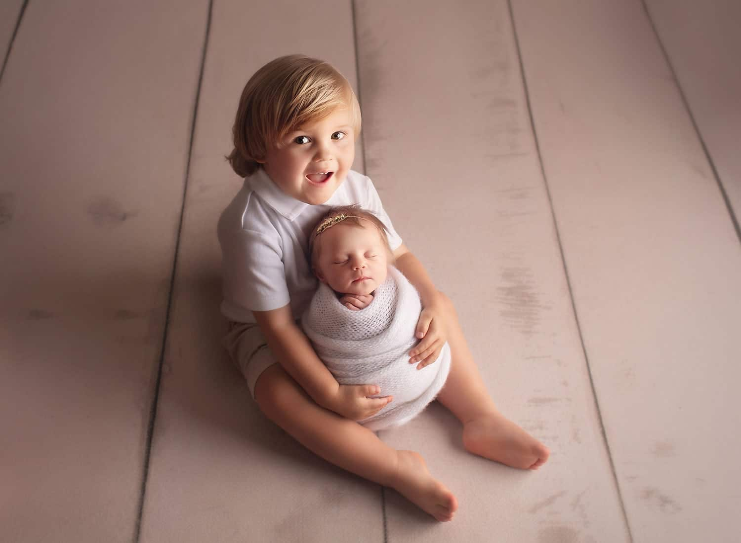 perfect sibling photo with newborn