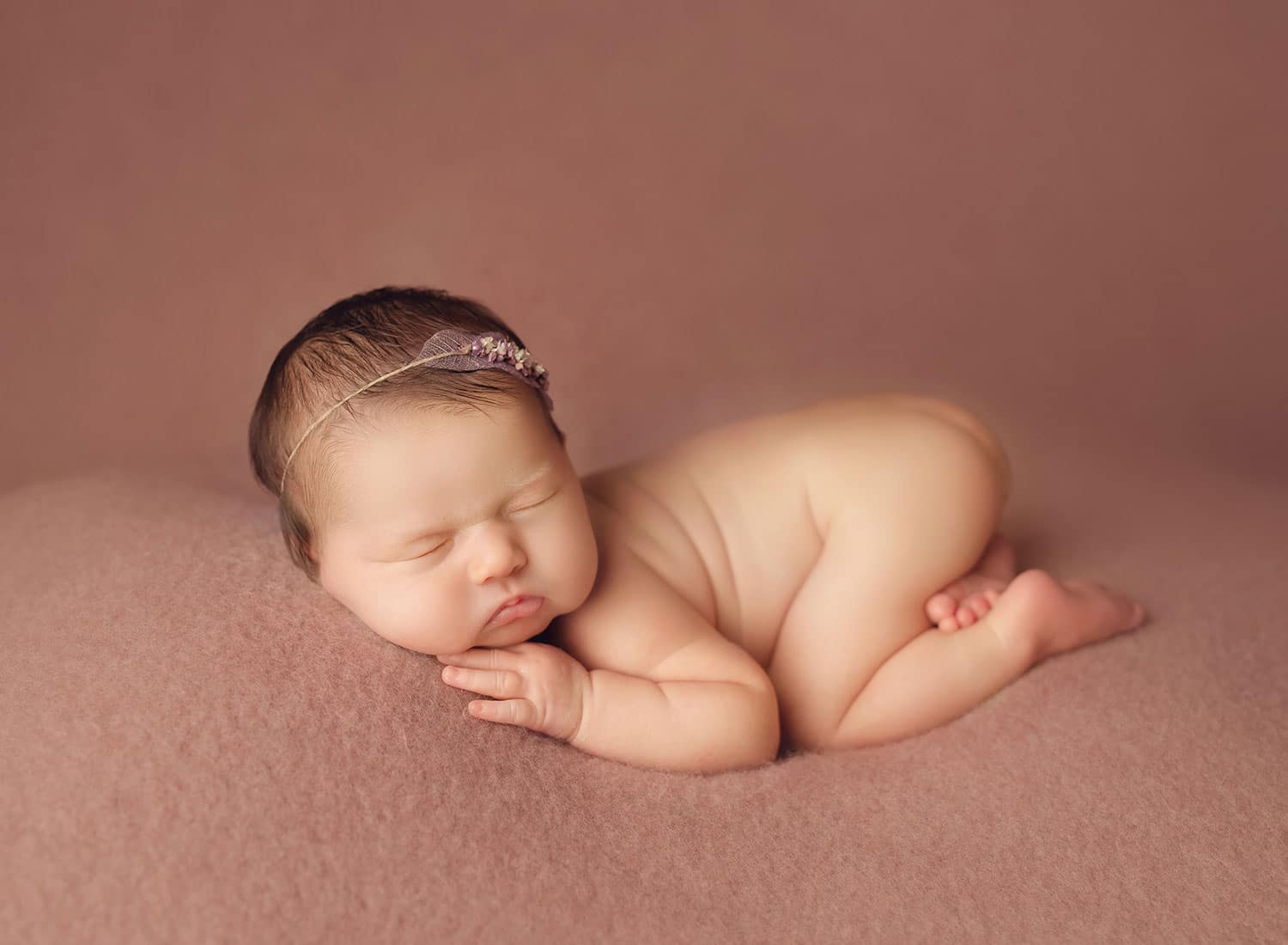 perfect newborn bum up pose