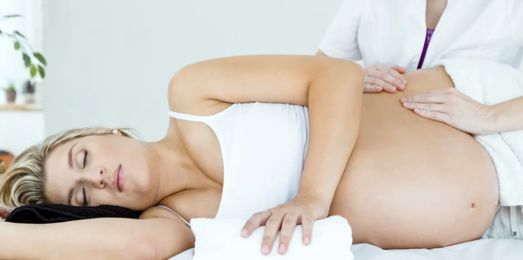 pregnant-woman-relax-massage