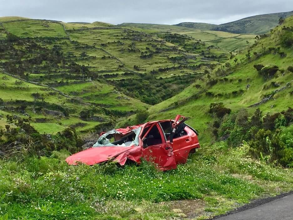 6 Ways to Get Out of a Trapped Car After an Accident