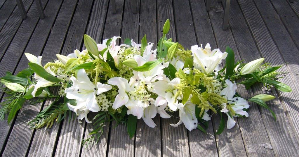 Tischgesteck mit Lilien