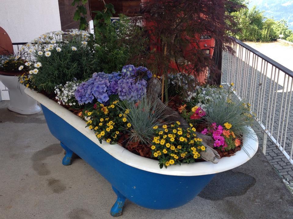 Badewanne Blumen Unterseen Interlaken