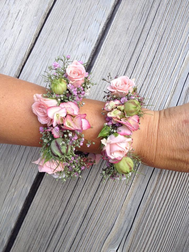 Hochzeit Braut Armschmuck Blumen Rosen