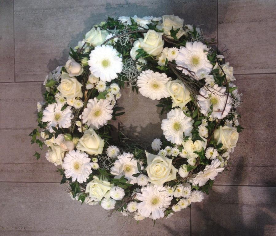 Blumenkranz in Weiss