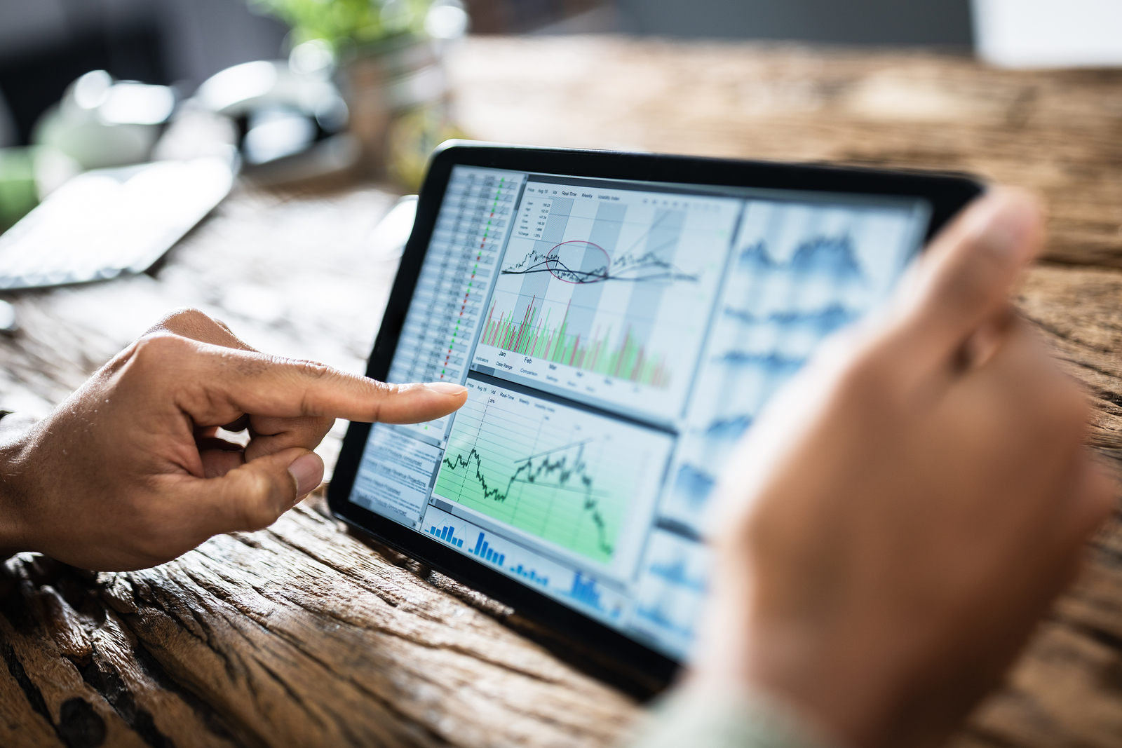 How Investing in Stocks and Bonds Can Benefit Business Growth