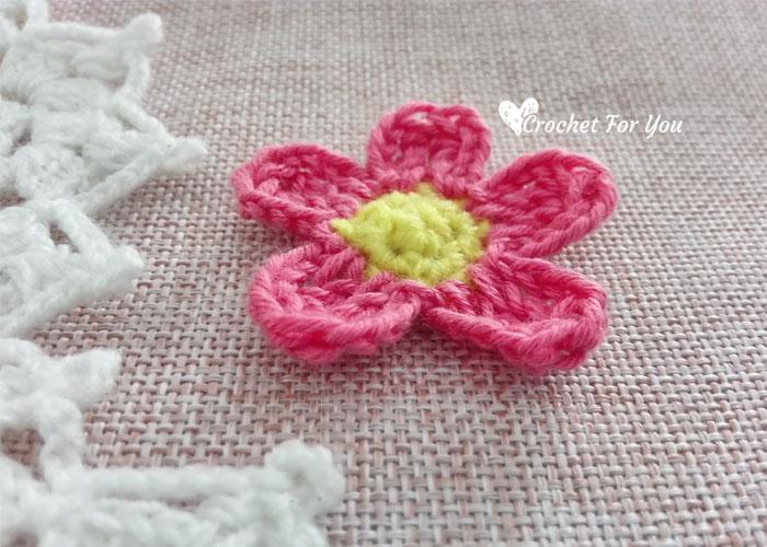 Crochet Simple Flower Applique- free pattern