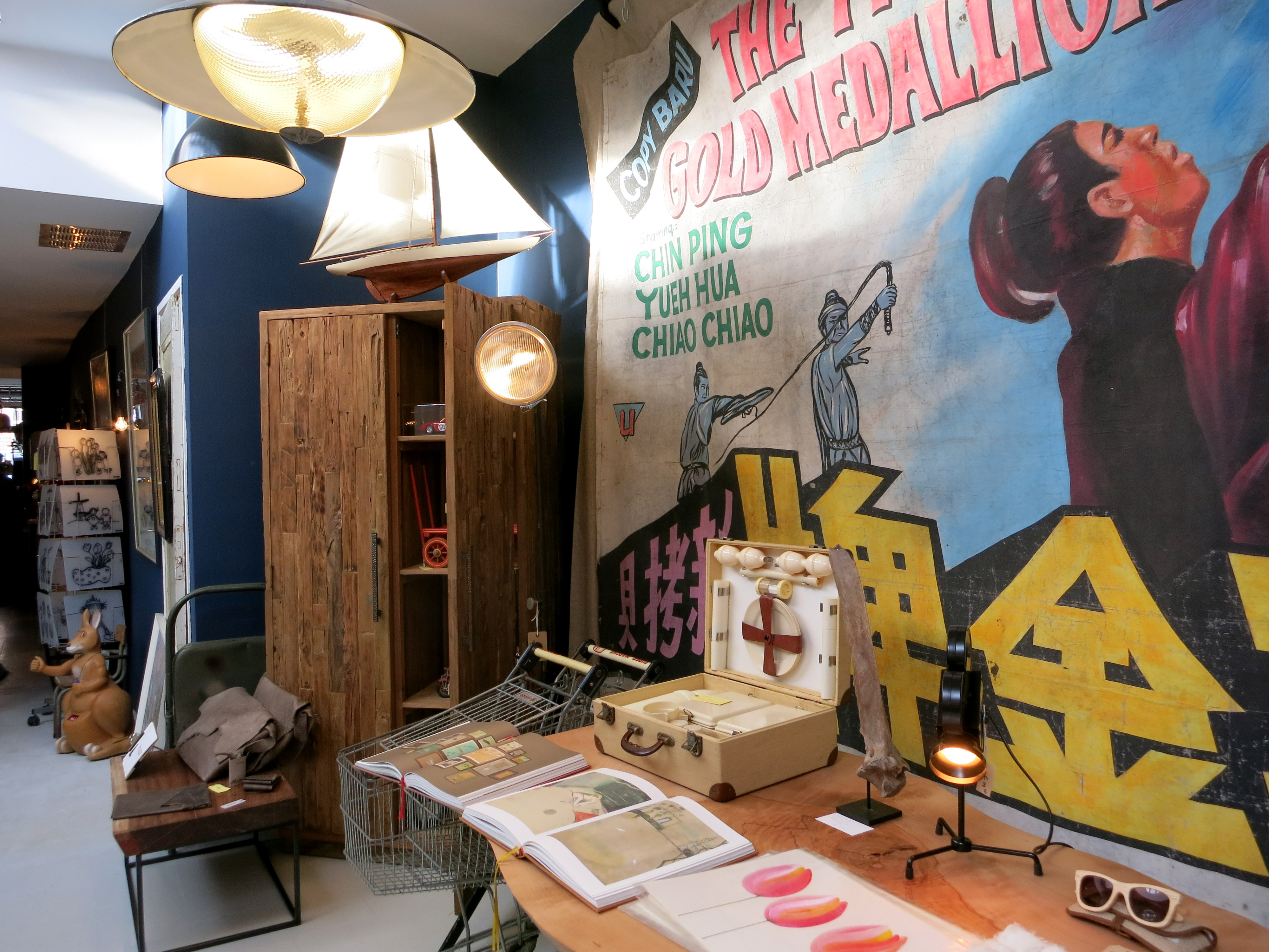 A new shop and gallery is open on Elandsgracht. Come by and check out the cool clothing and funky artifacts for your home at E Street 37.