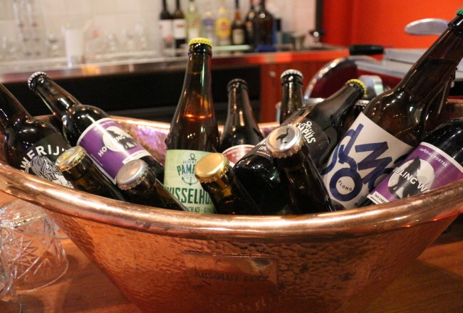 There's a new beer bar in town! Hoppa is housed in the new Supperclub location on Singel and has several local microbrewery beer brands in bottle.