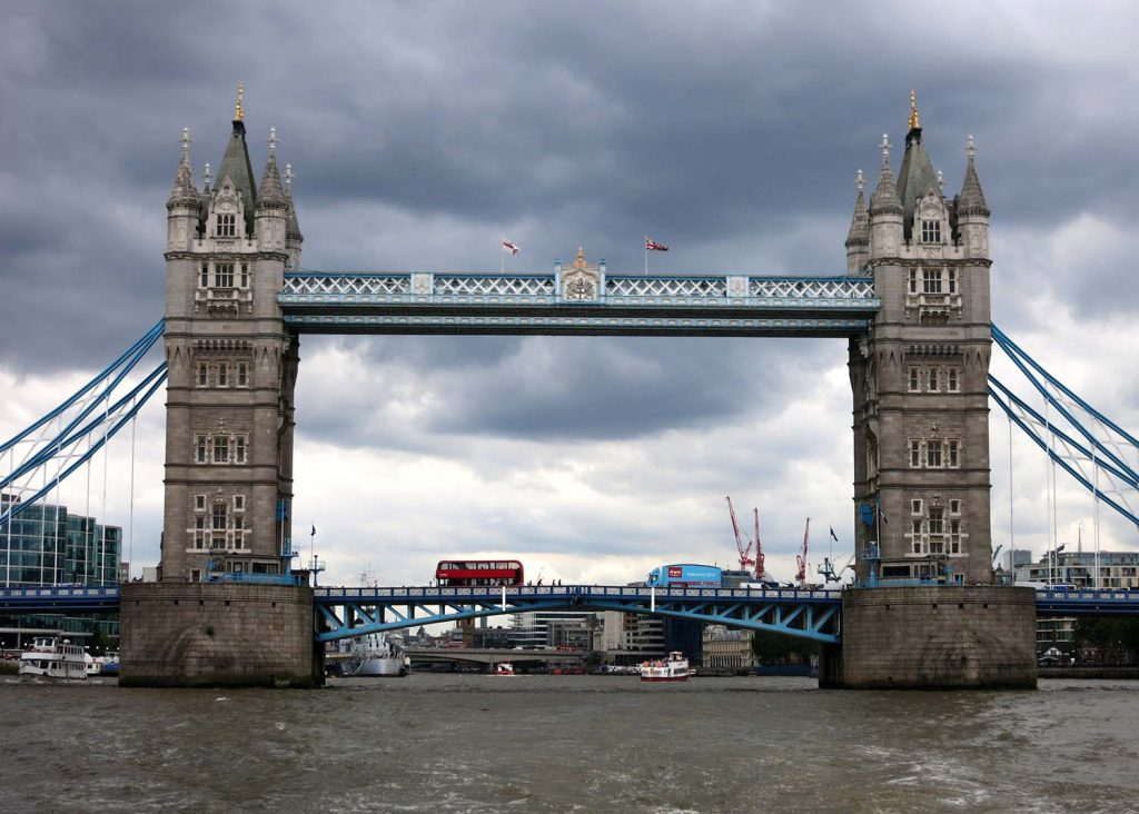 tower bridge London - awesome weekend trips from Amsterdam