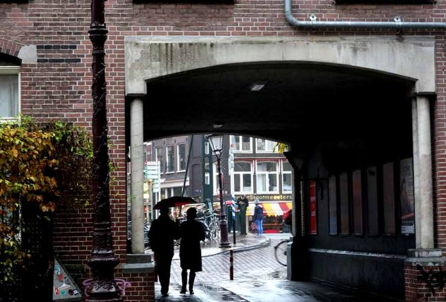 8+ THINGS TO DO ON A RAINY DAY IN AMSTERDAM - cozy cafes, films, museums