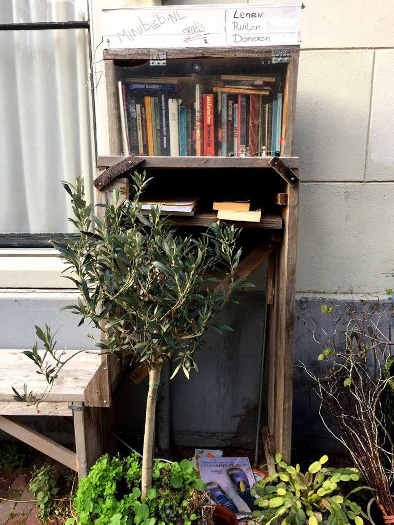 18 COOLEST LIBRARIES IN AMSTERDAM- free library jordaan