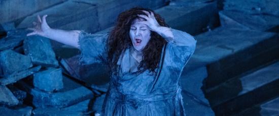 Christine Goerke in title role of Richard Strauss Elektra at Lyric Opera Chicago 2012 credit Robert Kusel