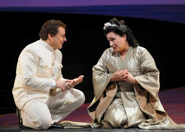 """Pinkerton (Stefano Secco) courts Cio-Cio-San (Patricia Racette) in """"Madama Butterfly"""" at Lyric Opera of Chicago (© Dan Rest)"""