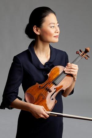 Midori plays the Tchaikovsky Violin Concerto. (Courtesy Ravinia Festival)