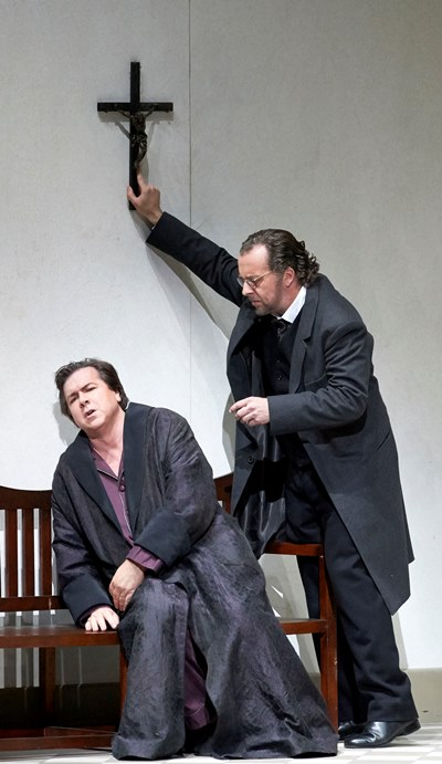 Wolfram (Christian Gerhaher, right) tries to comfort Tannhäuser in Claus Guth's production at the Wiener Staatsoper. (Michael Poehn)