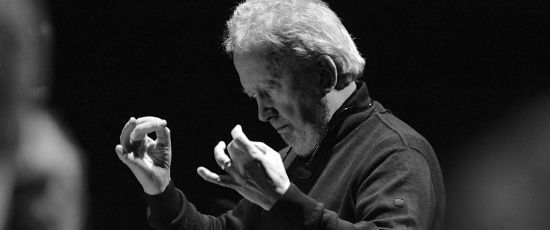 John Nelson conducted the Chicago Bach Choir and Orchestra in the 'St. John Passion.' (EElan Photography)
