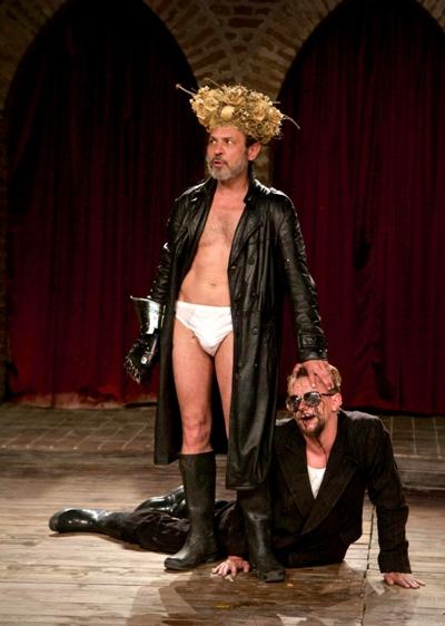 Lear (Aleh Sidorchyk) and Gloucester (Pavel Radak-Haradnitski) in the Belarus production. (Nicolai Khalezin)