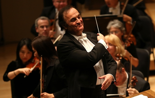 Charles Dutoit conducts programs featuring music of Stravinsky and Falla with the Chicago Symphony.