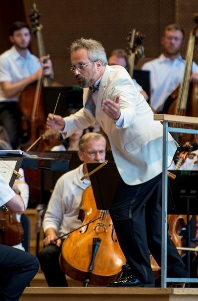 Carlos Kalmar conducted the Grant Park Festival Orchestra. (Norman Timonera))