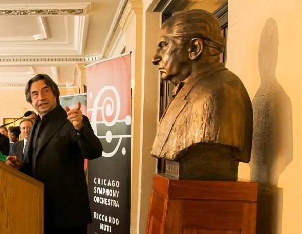 CSO music director Riccardo Muti introduces statue of Fritz Reiner at Symphony Center. (Todd Rosenberg)
