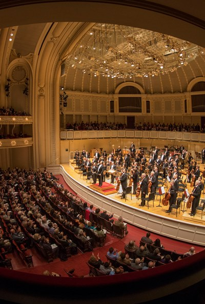 """Riccardo Muti and the Chicago Symphony take a bow after an electrifying """"Pictures at an Exhibition."""" (Todd Rosenberg)"""