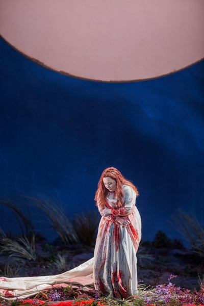 spectacular-albina-shagimuratova-as-lucia-undone-at-the-lyric-opera-of-chicago-andrew-cioffi
