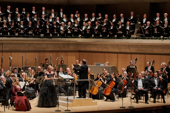 Andrew Davis conducted his new 'Messiah' concert edition in 2015 with the Toronto Symphony and Mendelssohn Choir.
