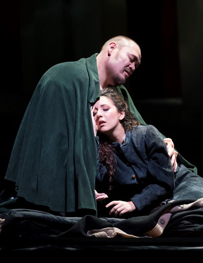 As Gilda (Rosen Feola) dies in his arms, all hope also expires for Rigoletto (Quinn Kelsey). (Todd Rosenberg)