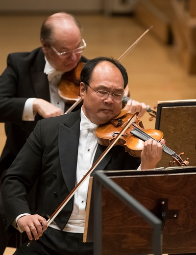 Concertmaster Robert Chen offered eloquent solos in the Strauss suite. (Todd Rosenberg)