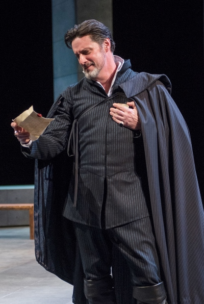 Robert Dudley, Earl of Leicester (Tim Decker) blusters his way out of a treasonous jam. (Michael Brosilow)
