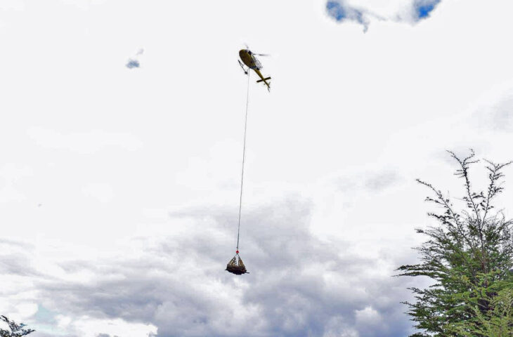 Helicopter delivers materials