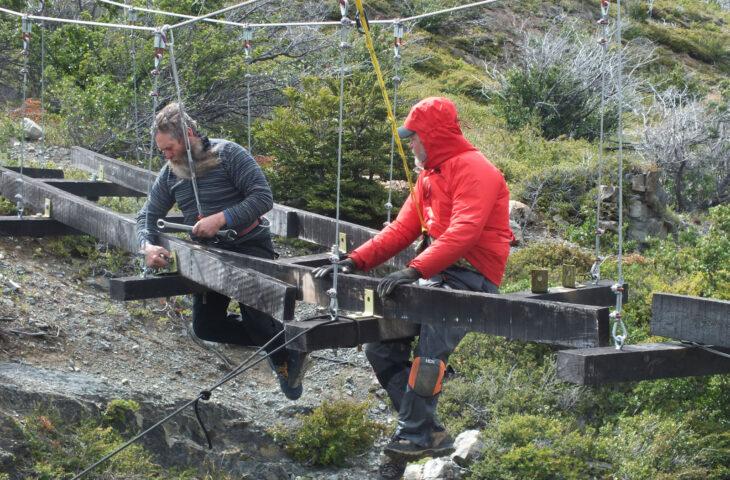 Skottsberg Bridge: Mark (left) & Edmund fixing stringers 30 Jan 19