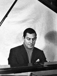 Nick-at-piano-185
