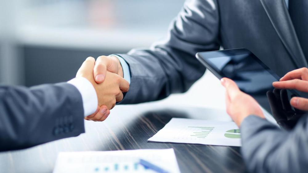 Read more about the article Mortgage Brokers vs. Banks: The Pros and Cons
