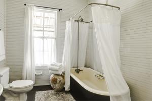 bathroom-300x200