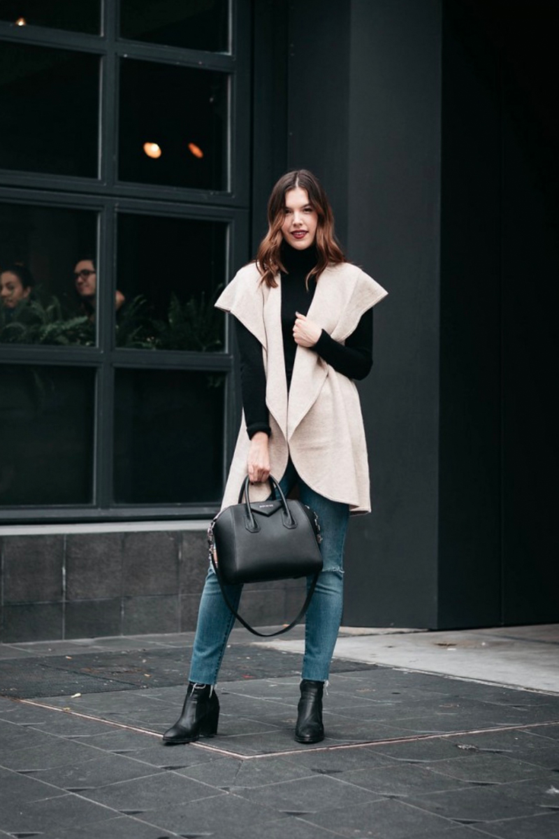 10 Comfy Essentials for Holiday Travel Outfits