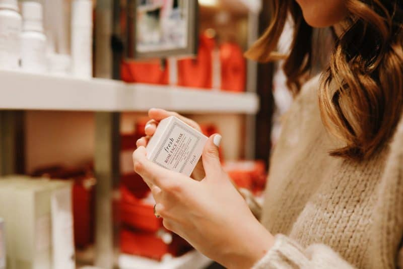beauty gift ideas for her, christmas beauty gift ideas, gift guide for her, christmas gifts for mom, christmas gifts for sister   The Best Beauty Gift Ideas featured by top Dallas beauty blog, Never Without Lipstick: image of a woman looking at Fresh beauty products