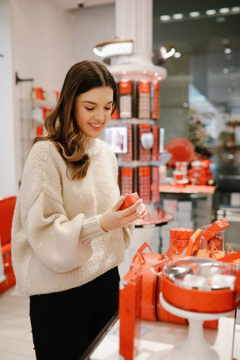 beauty gift ideas for her, christmas beauty gift ideas, gift guide for her, christmas gifts for mom, christmas gifts for sister | The Best Beauty Gift Ideas featured by top Dallas beauty blog, Never Without Lipstick: image of a woman looking at Fresh beauty products